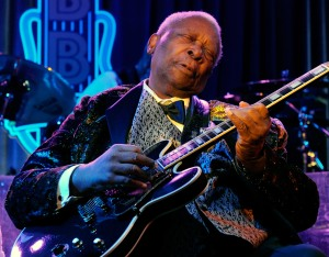 LAS VEGAS - AUGUST 16:  Recording artist B.B. King performs at his B.B. King's Blues Club at the Mirage Hotel & Casino August 16, 2010 in Las Vegas, Nevada.  (Photo by Ethan Miller/Getty Images)